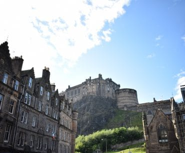edinburgh castle blue sky