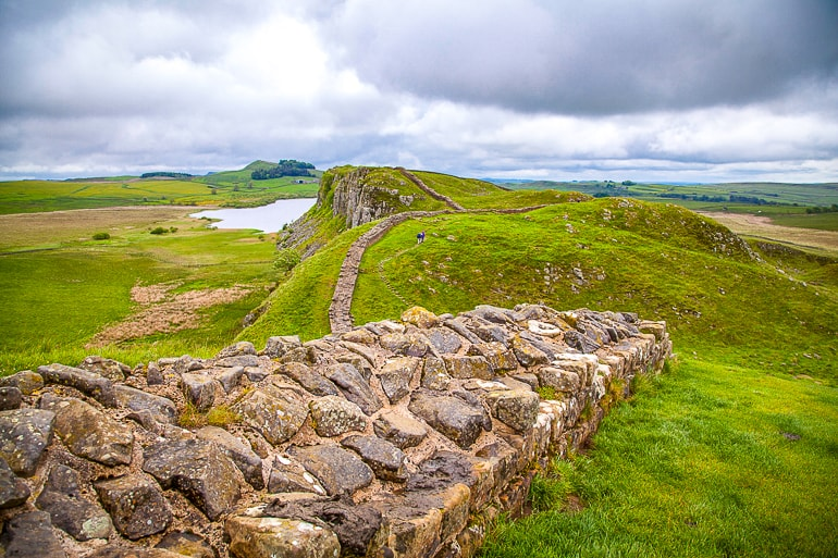 stone wall in green rolling hills hadrian's wall day trip