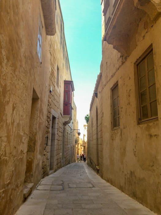 sandstone alleyway in mdina malta