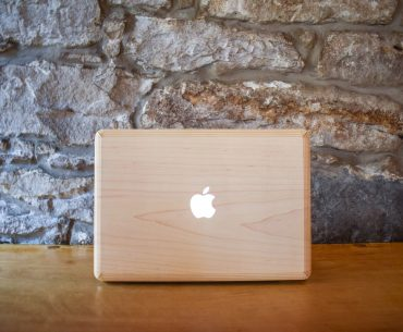 macbook with wooden cover on wooden table growing blog traffic