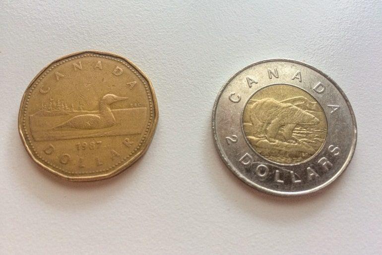 Foto von Loonie und Toonie Kanadische Münzen Kanada Urlaub