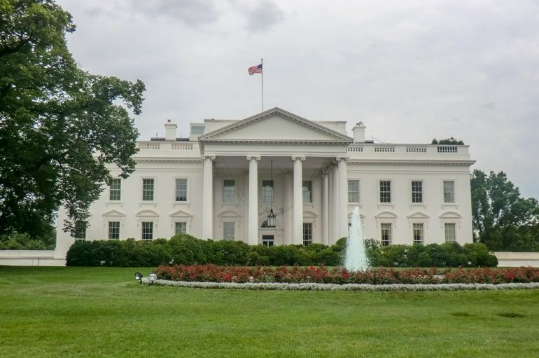 the white house with green grass places to visit in washington dc