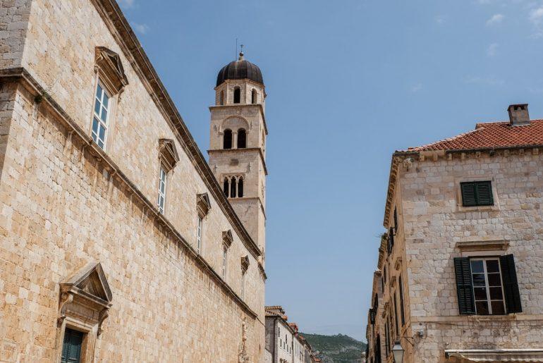 Sandsteinturm und alte Gebäude Altstadt Dubrovnik Sehenswürdigkeiten