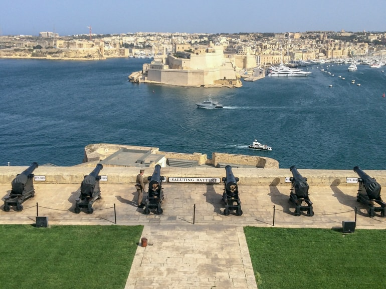 cannons and green lawn with harbour behind things to do in valletta saluting battery