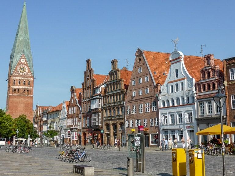 Bunte alte Häuser in Lüneburg schöne Städte
