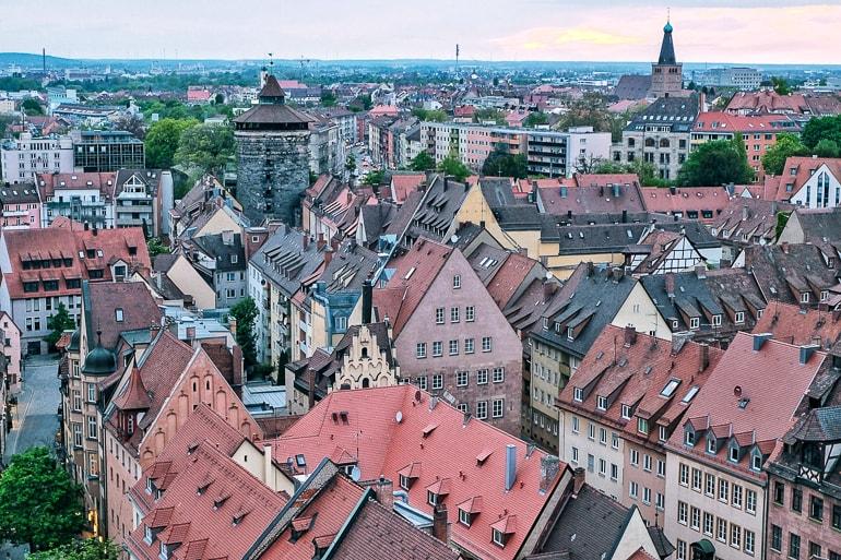 Blick auf roten Dächer von Nürnberg schöne Städte Deutschland