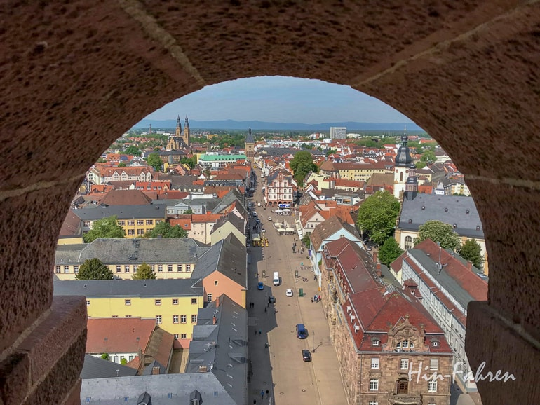 Blick auf Hauptstraße von Speyer schöne Städte
