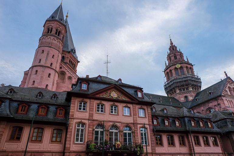 Große rote Türme Mainzer Dom Sehenswürdigkeit Mainz