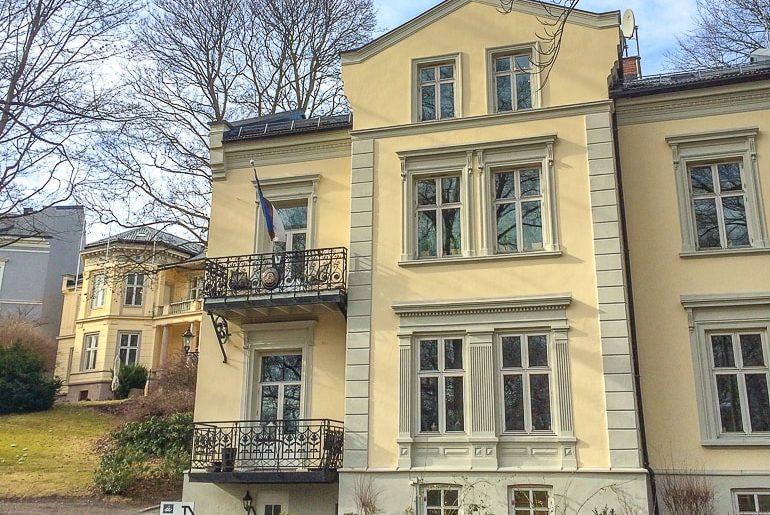 Gelbes Haus in Stadtviertel von Oslo Norwegen