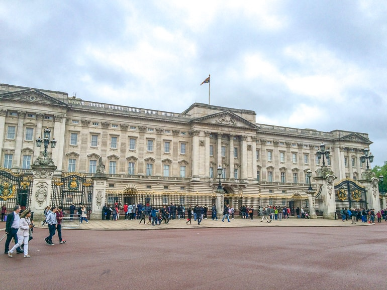 large white palace with gates in front buckingham one day in london
