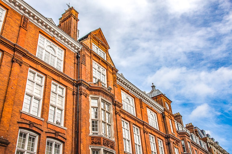 red houses with white windows where to stay in london mayfair