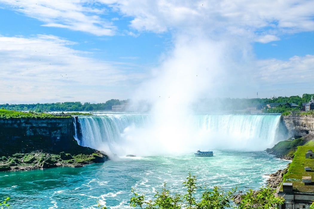 horseshoe falls with small boat in front things to do in niagara falll canada