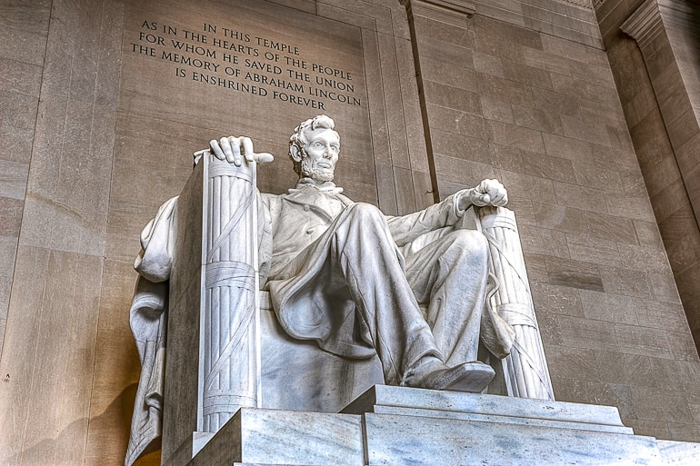 lincoln memorial statue with wall places to visit in washington dc