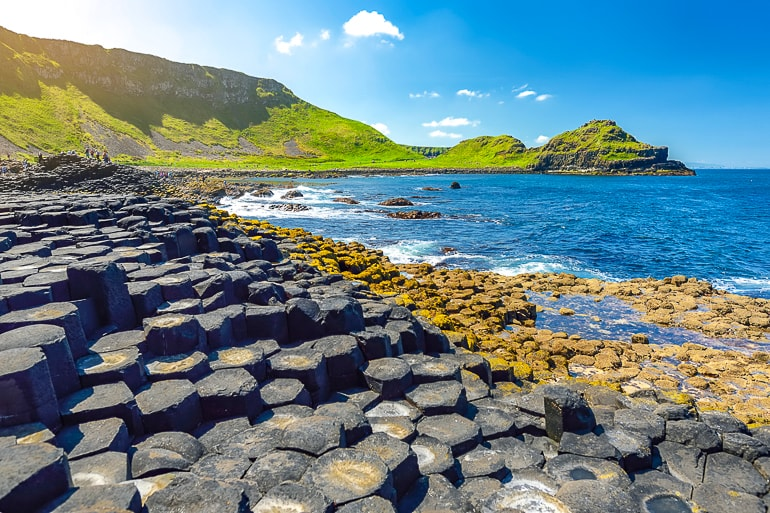 hexagon rock steps along coastline with sea giant's causeway ireland