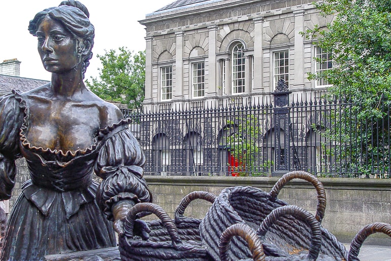 bronze statue of women with cart in dublin molly malone