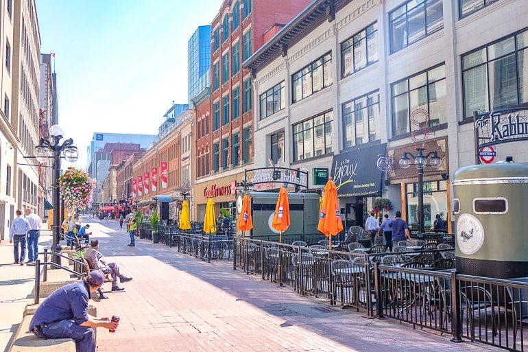 Läden und Restaurants entlang Fußgängerzone in Ottawa Sparks Street