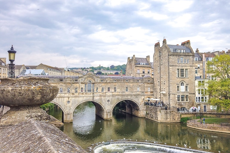 old stone bridge over river with buildings bath uk day trips from london
